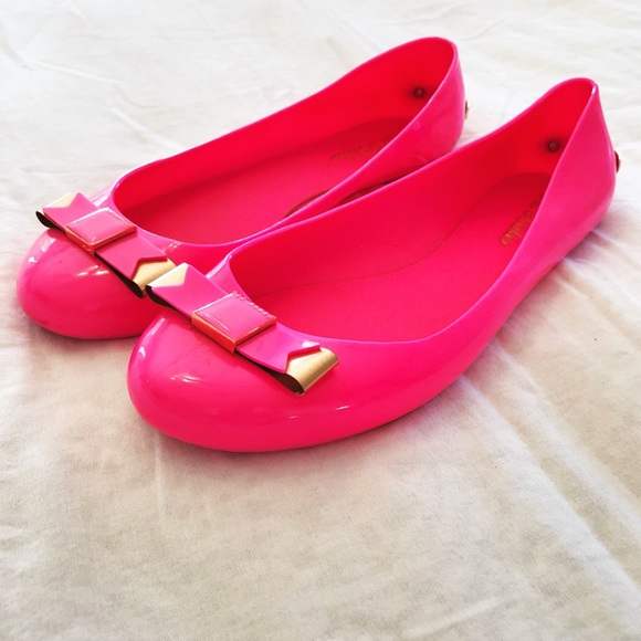 71ce878f122d Ted Baker Hot Pink Jelly Flats with Gold Bow. M 5c38ef06df0307995e2d590c